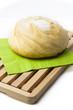 Hogaza de pan sobre servilleta