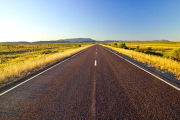 Einsamer Outback Highway in Australien
