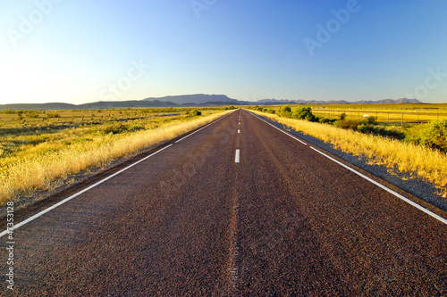 Einsamer Outback Highway in Australien