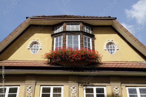 Haus mit Geranien in der Osterstrasse in Hameln