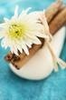 Seife mit Handtuch und Blume