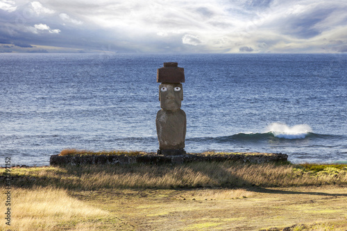 Moai with white eyes with sea in background