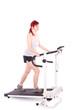 Frau trainiert ihre Fitness auf dem Laufband