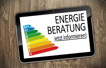 Tablet PC auf Holzwand mit Energieberatung