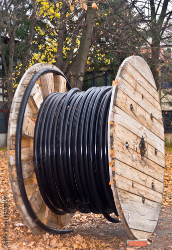 Cable drum coil with electrical isolated cable