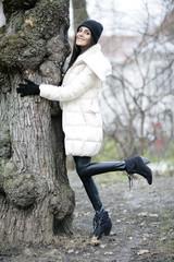 Hübsche Frau im Stadtpark
