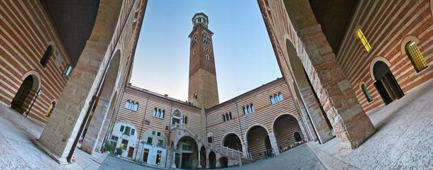 Verona , cortile Mercato Vecchio