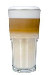 Latte Macchiato im Glas freigestellt