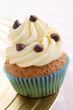 cupcake mit Buttercreme und Schokoladen Tropfen