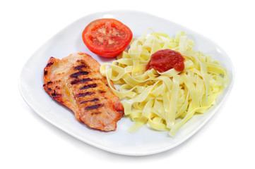 tagliatelle with tomato sauce and grilled chicken