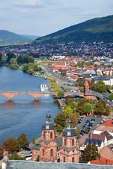 Blick über barockes Miltenberg mit Mainbrücke