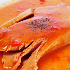 tuna with tomato and peppers sauce