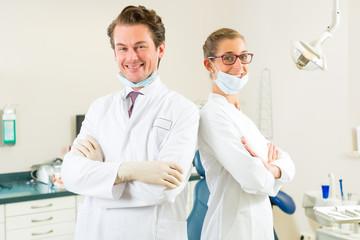 Zahnärzte in ihrer Praxis