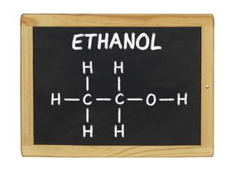 chemische Strukturformel von Ethanol auf einer Schiefertafel