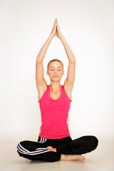 Entspannte Frau beim Yoga