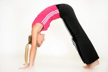 Blondine macht Yoga