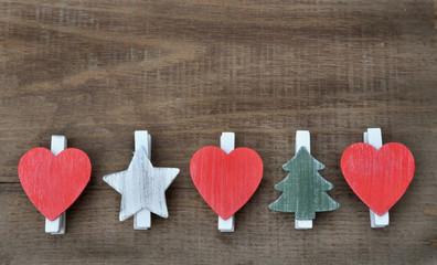 coeurs, sapins, étoiles en bois