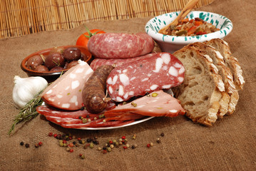 SALUMI FORMAGGI E OLIVE ( MEAT CHEESE AND OLIVES )