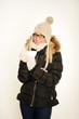 Frau im Winter mit Glühwein