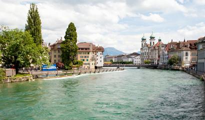 Blick von Spreuerbrücke auf Jesuitenkirche, Reuss und Altstadt