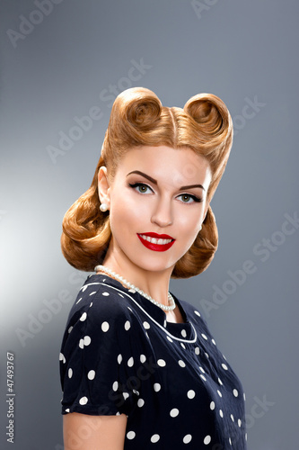 Pin-up Style. Styled Fashion Model in Retro Dress - Glamour