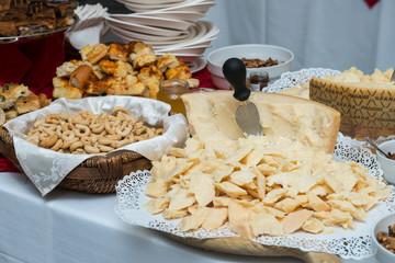 Banchetto formaggio e taralli