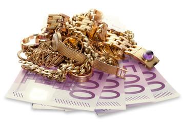 Goldschmuck auf 500 Euro Scheinen