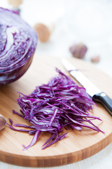 sliced ​​red cabbage on a cutting board