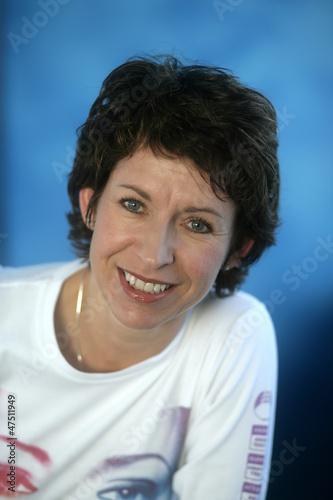 canvas print picture Portrait von einer lachenden und sympathischen  Frau