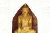 穏やかな表情の仏陀像