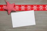 Weihnachtsstern auf Holz mit Zettel
