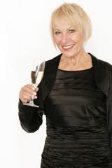 Attraktive ältere Dame im Abendkleid