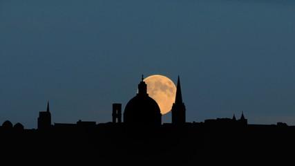Malta Valletta skyline moonrise