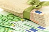 Fototapeta Obecny - Prezenty - Pieniądze / Banknoty / Karta Kredytowa