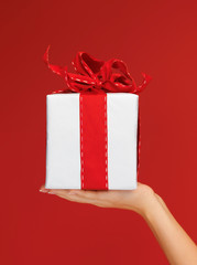 woman's hands holding a gift box