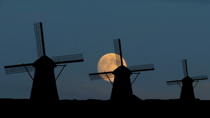 Nederland Kinderdijk windmills moonrise