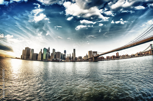 Spectacular view of Brooklyn Bridge from Brooklyn shore at winte - 47618510