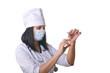 Медсестра готовит шприц  для укола.