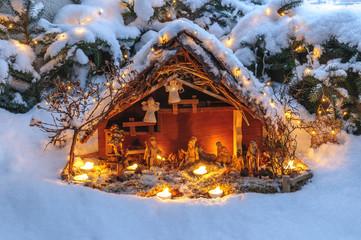 festliche Weihnachtskrippe