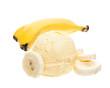 Bananeneis mit Banane im Hintergrund