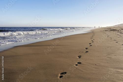 Leinwanddruck Bild Die Spur am Strand 2