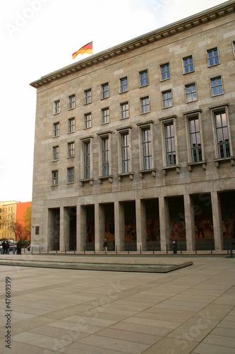 Leinwanddruck Bild Finanzministerium in Berlin