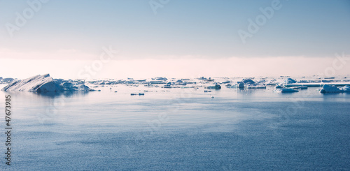 Foto op Aluminium Antarctica Antarctic ocean on the sun