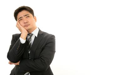 困惑した表情のビジネスマン