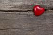 Einsames rotes Herz - gebrochenes Herz