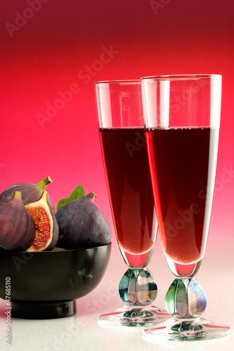 Two glasses of red wine with fresh figs