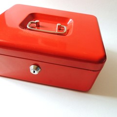 rote Metall-Kassette