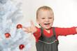 Glückliches Mädchen an Weihnachten