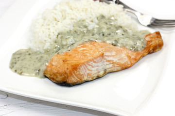 pavé de saumon sauce oseille