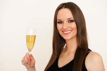 Attraktive junge Frau mit Sektglas